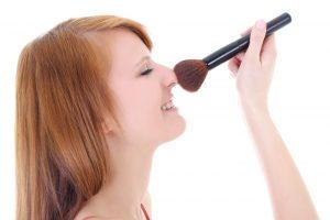 girl-with-makeup-brush